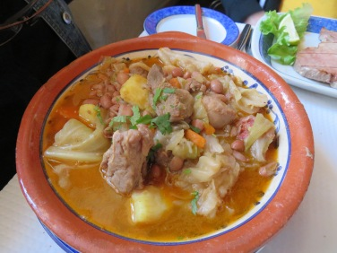 Feijoa c/couve a batata doce.....Beans,cabbage, pork and sweet potatoes