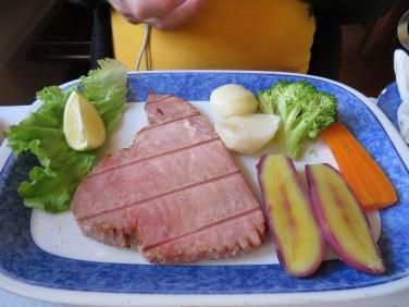 Bife Atum......Fresh grilled tuna steak.