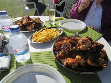 We had a marvelous lunch at the market.....grilled chicken......tasty, succulent, hot and plentiful, not to mention cheap.