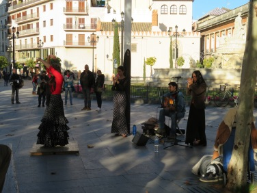 Flamenco dancers entertaining in one of the local plazas