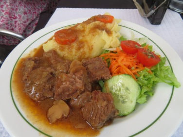 All the others enjoyed the prato do dia...carne vaca estufada c/pure. Beef stew and mashed potatoes.