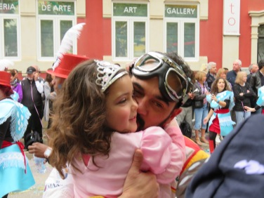 This proud papa and his little girl danced and laughed through the whole parade