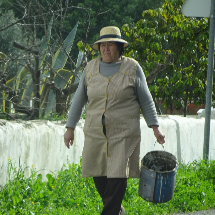 You can see this woman is hard working. She gave us a lovey smile and a call out of boa tarde!