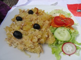Bacalhau com natas.......Salted cod with cream.......my lactose intolerance doesn't allow me to enjoy it but all the other certainly did.
