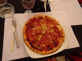 Wonderful ham pizza.