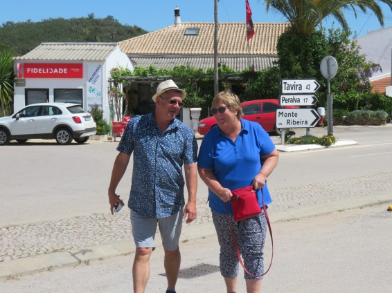 Look at the mischief on those faces.......wandering in Cachopo.
