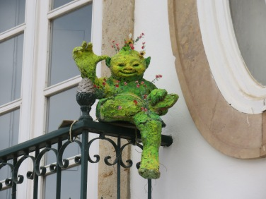 OK, not sure what this little fellow represents but.....he had plants growing out of him!!!!